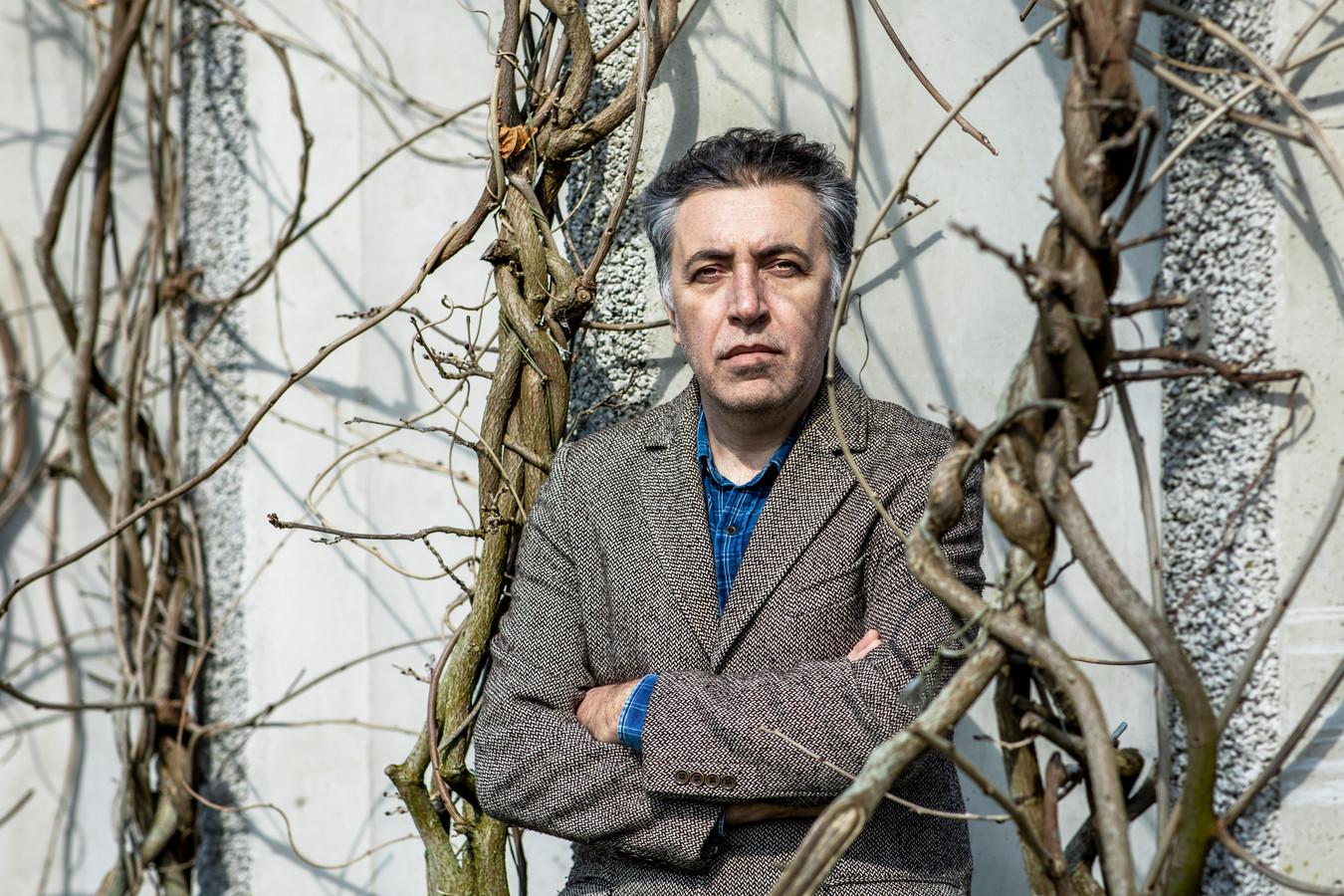 Schrijver Erdal Balci beschrijft in zijn autobiografische roman De gevangenisjaren de beklemming van de Turks-Nederlandse gemeenschap.