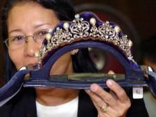 Juwelen Imelda Marcos geëxposeerd en geveild