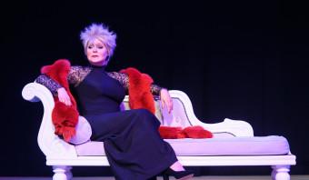 Adèle, Conny, Jasperina: drie cabaretdiva's en de vergankelijkheid