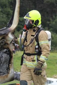 Brandend wegdek door lekkende bestelbus in Hoek van Holland