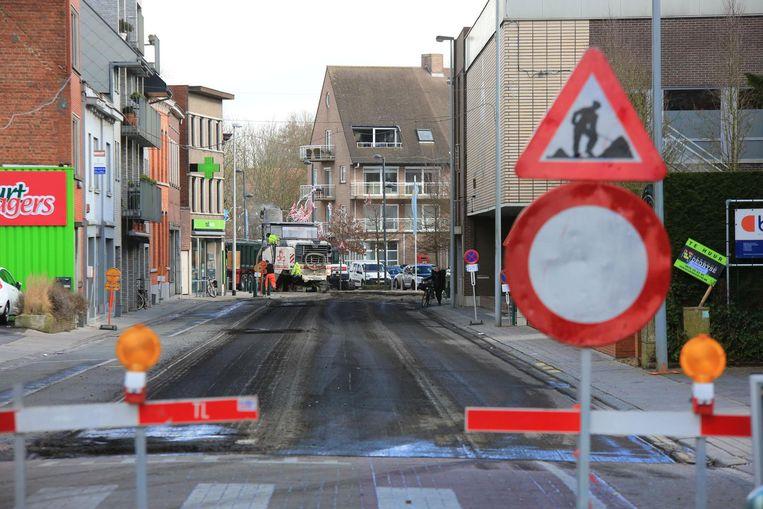 Op tal van plaatsen in Vlaanderen worden wegenwerken noodgedwongen uitgesteld omdat er een tekort is aan asfalt. Archieffoto.