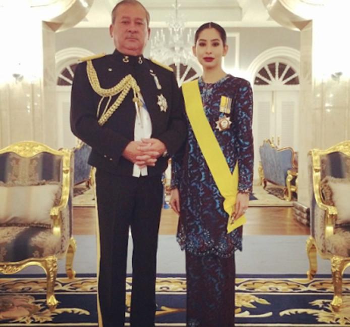 Maleisi in de ban van huwelijk nederlandse dennis en for Classic bridal house johor