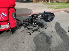 Motor botst frontaal op vrachtwagen in Wageningen