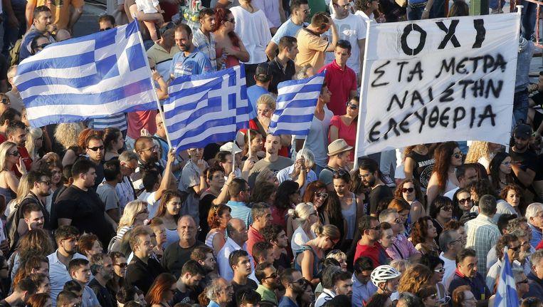 In Athene liepen er vandaag twee betogingen: een van de ja-stemmers op het referendum van zondag, en een van de nee-stemmers. Beeld REUTERS
