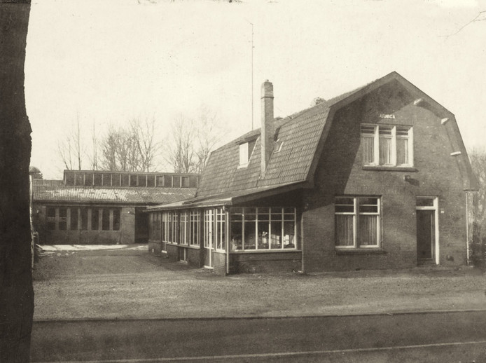Garage Broekhuizen aan de Kemperbergerweg, de plek van de gaarkeuken tijdens de Tweede Wereldoorlog.