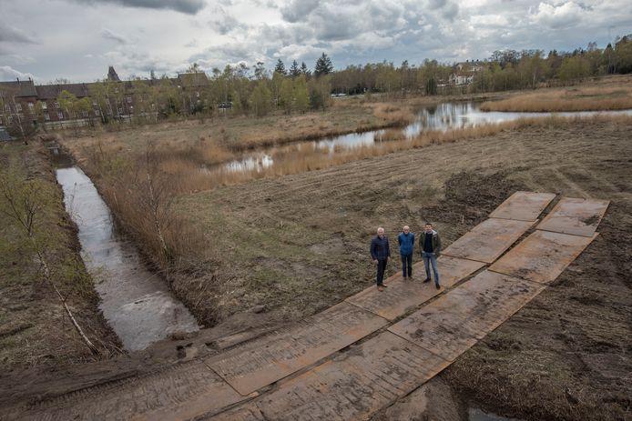 Het Heilig Hartpark, met van links naar rechts: Frans Kuppens, Tjeu Cox en Sander Lemmen.
