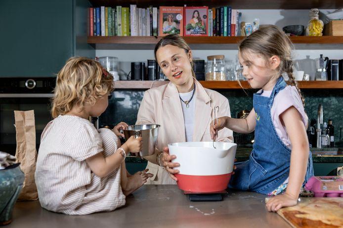 Nina Pierson: ,,Als mijn kinderen druk en energiek zijn, dwing ik mezelf om zachter en rustiger te praten. Dan worden zij ook langzaam rustiger.''