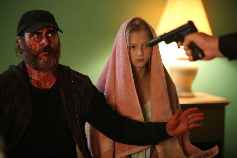 Joaquin Phoenix en Ekaterina Samsonov in 'You Were Never Really Here'. Beeld rv
