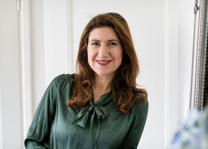Ayfer Koç, echtgenote van Pieter Omtzigt, stelt zich niet verkiesbaar in de komende gemeenteraadsverkiezingen.