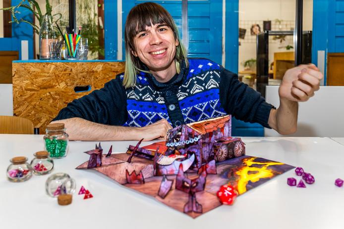 Jos van Egmond (31) met zijn spel RPG Papercrafts.