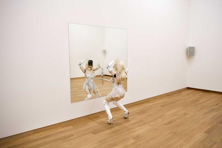Female Figure, een dansende robot met gezichtsherkenning. Beeld EPA