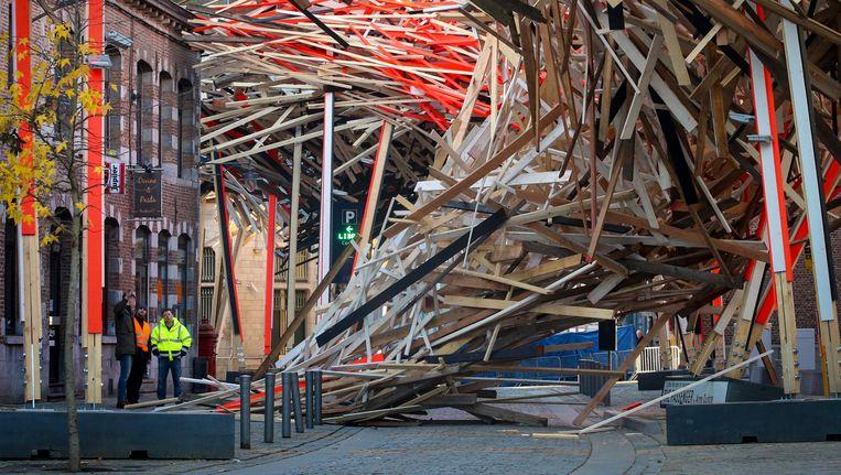 In december van vorig jaar kwam een deel van het kunstwerk van Arne Quinze naar beneden. Beeld EPA
