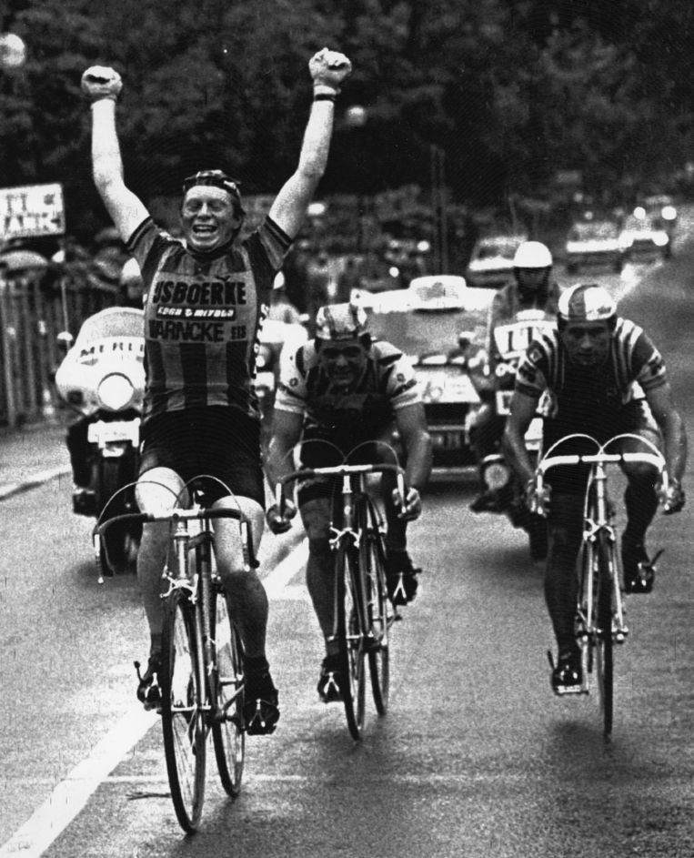 Pevenage wint de tweede etappe in de Tour van 1980. Beeld AFP