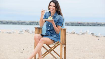 """Terug naar Oostende met Sandra Bekkari: """"Het strand was voor mij één grote speeltuin"""""""