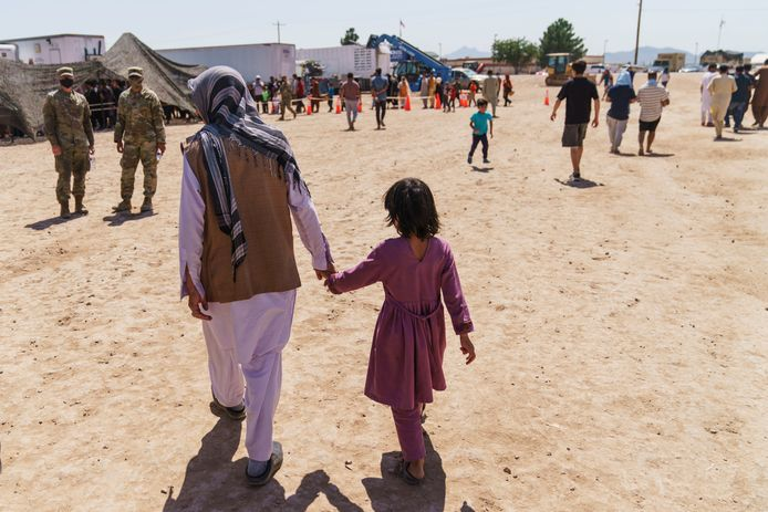 Afghaanse vluchtelingen worden opgevangen in een kamp in New Mexico.