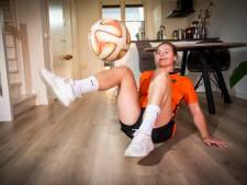 Jasmijn (22) uit Apeldoorn tovert met de bal en daagt spelers Oranje uit: 'Wedden dat dit niet lukt?'