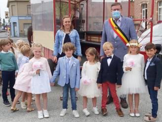 """Drie kleuterkoppeltjes van Basisschool De Kruin """"trouwen"""" in gemeentehuis van Kruishoutem"""