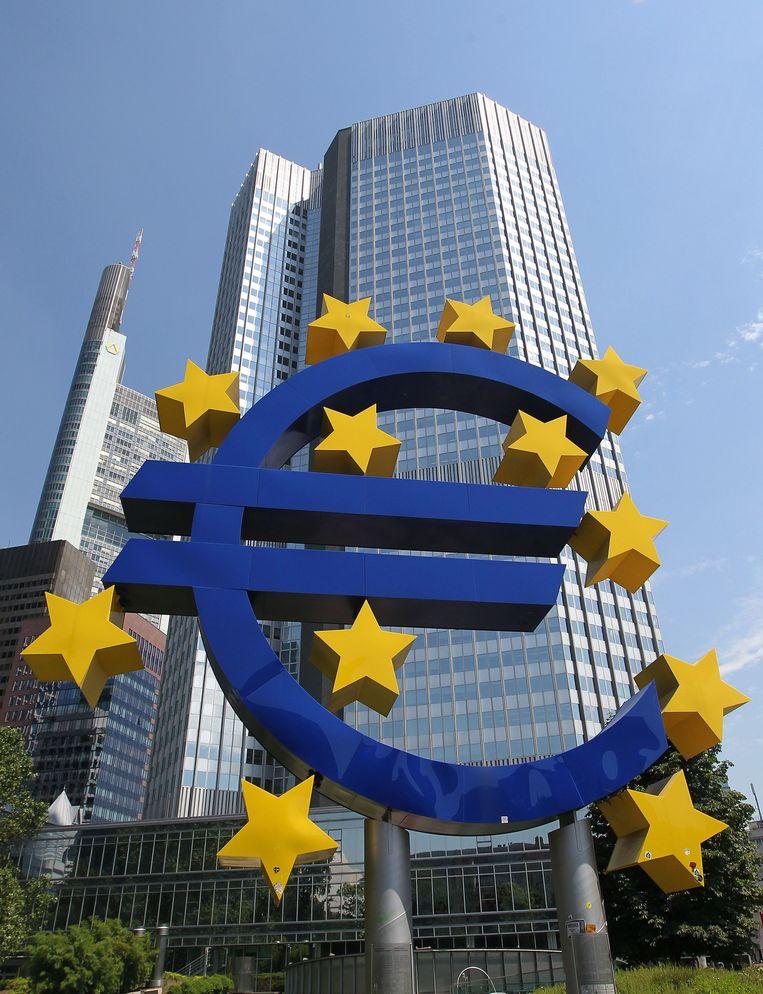 Belastingontduiking door grote bedrijven zou de Europese lidstaten elk jaar 823,5 miljard euro kosten. Beeld AFP
