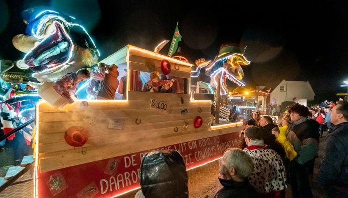 De Feestbeesten, een van de deelnemers aan de verlichte optocht in Heerewaarden.
