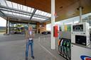 Directeur Jan Pieter de Wilde bij het nieuwe tankstation van Kuster Olie op bedrijventerrein De Laarberg.