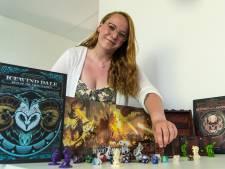 Ravenna (23) is Dungeons & Dragons spelleider, en dát vereist geduld: 'Soms spelen we 9 uur achter elkaar'