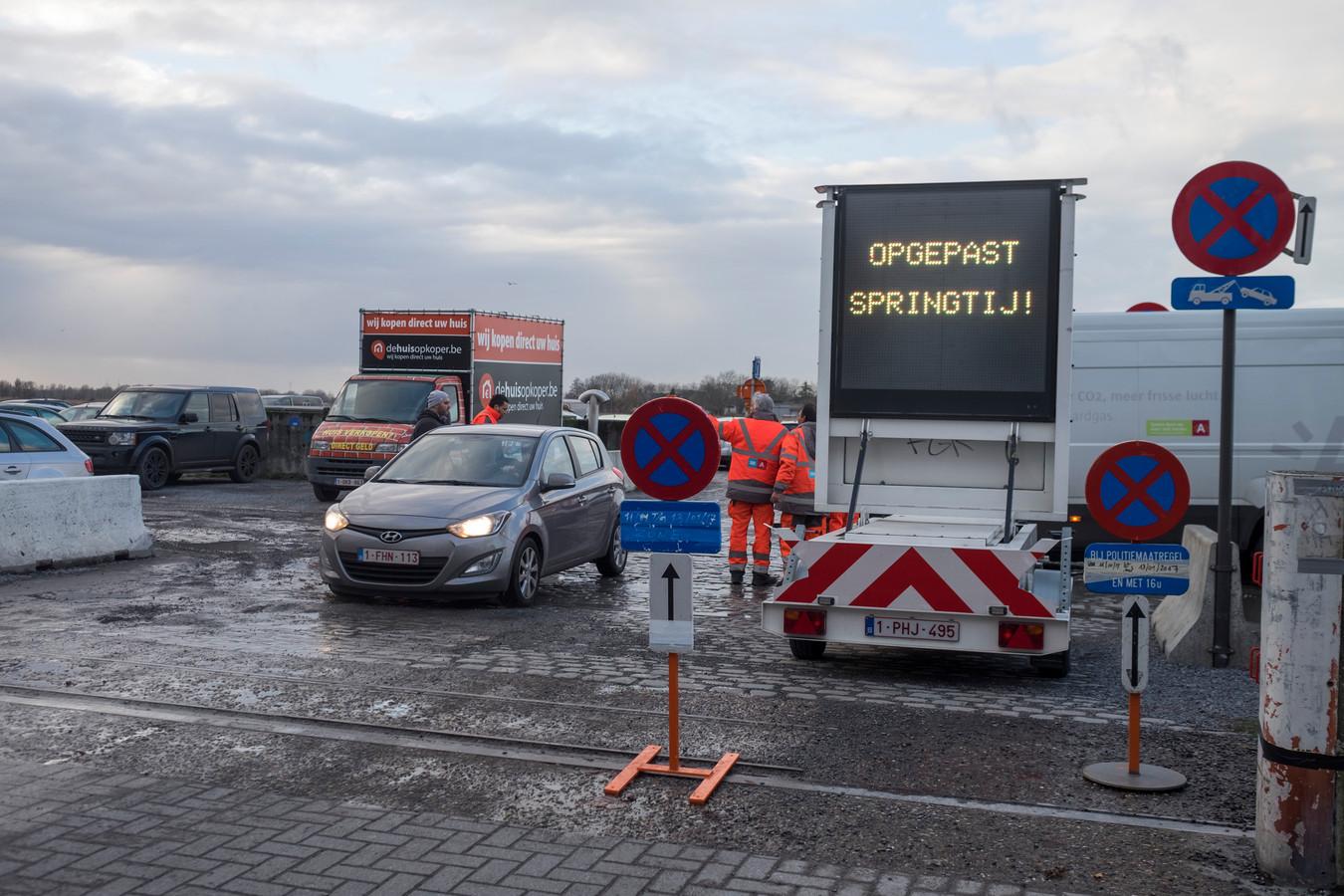 Door het springtij geldt er een parkeerverbod langs de Schelde.