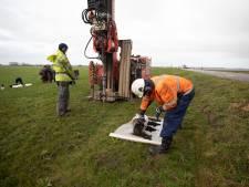 Pompproeven voor afgraven vervuilde grond in Westdijk