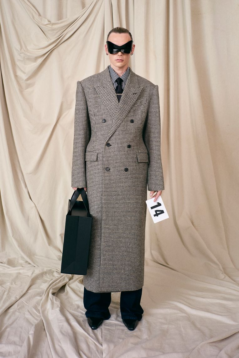 Geruite wollen jas en met indigo geverfde Japanse jeans. Beeld RV