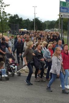 Un millier de personnes à une marche silencieuse en hommage aux deux pompiers décédés à Beringen