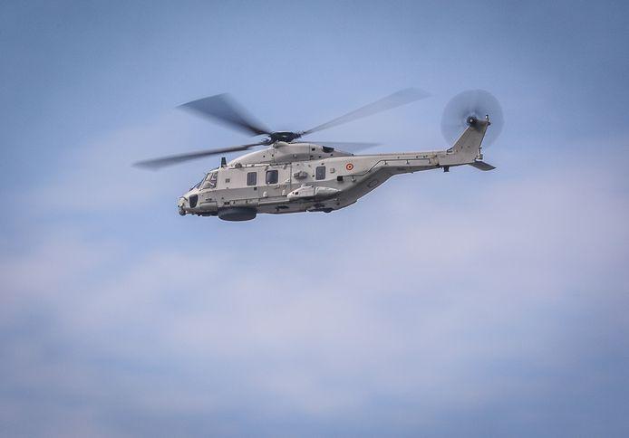 NH90 Cayman, de reddingshelikopter van Defensie, hielp mee zoeken voor de kust van Oostende.