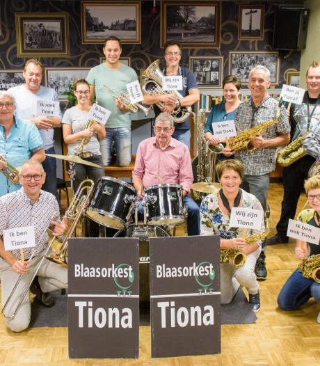 Blaasorkest Tiona viert feest in Nijnsel