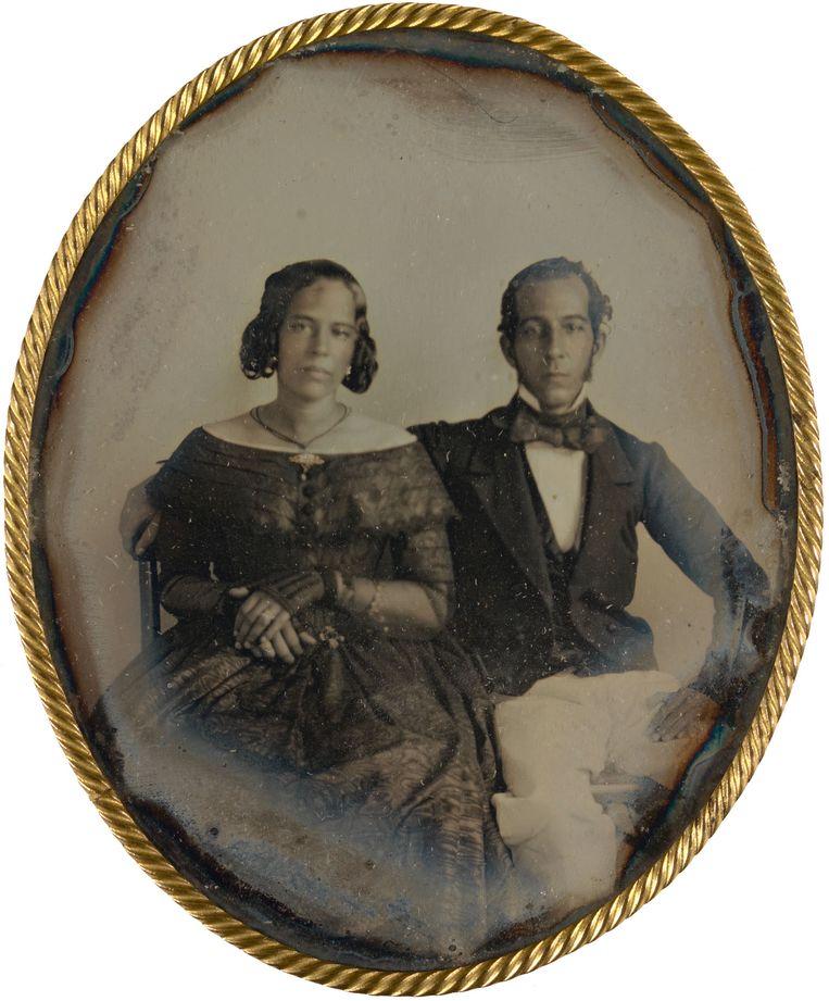 Portret van het echtpaar Johannes Ellis en Maria Louise de Hart, Paramaribo, Suriname, circa 1846, toegeschreven aan J.L. Riker of Warren Thomson.  Beeld Rijksmuseum