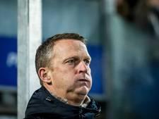 Van den Brom: 'Als team zijn we misschien verder dan Ajax'