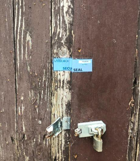 Schuur in Lekkerkerk voor drie maanden op slot na vondst van 772 wietplanten
