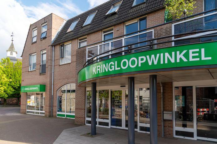 Kringloopwinkel Overnodig zit al in het pand van Kok Interieurs aan de Gervenhof en Achterstraat in Putten, nu komt de grote verbouwing waarbij de Boni Supermarkt ook in hetzelfde pand komt, net als een serie appartementen.