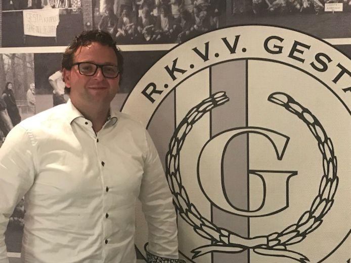 Thomas de Ridder vorig jaar tijdens zijn aanstelling als de nieuwe hoofdtrainer van voetbalvereniging RKVV Gesta.