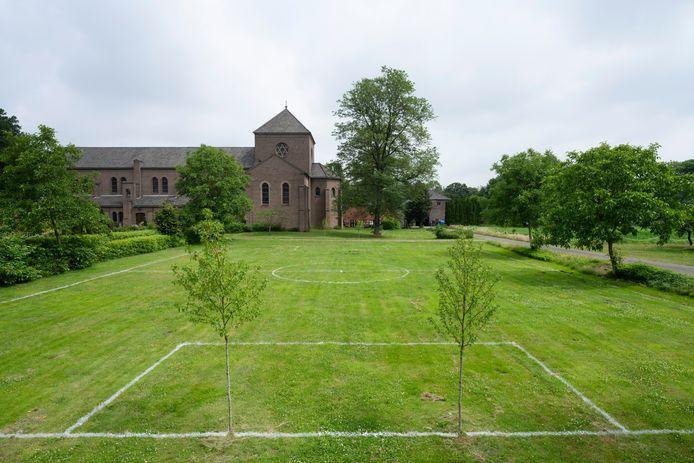 Landschapskunstwerk van Maarten Baas, onderdeel van de expo 'Hoop', in Oosterhout.