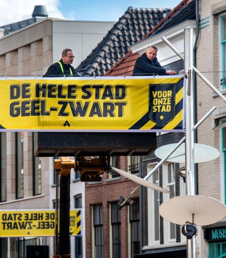 Laatste gratis Vitesse-vlaggen uitgedeeld bij Rijnhal: 'Je ziet ze al overal in de stad'