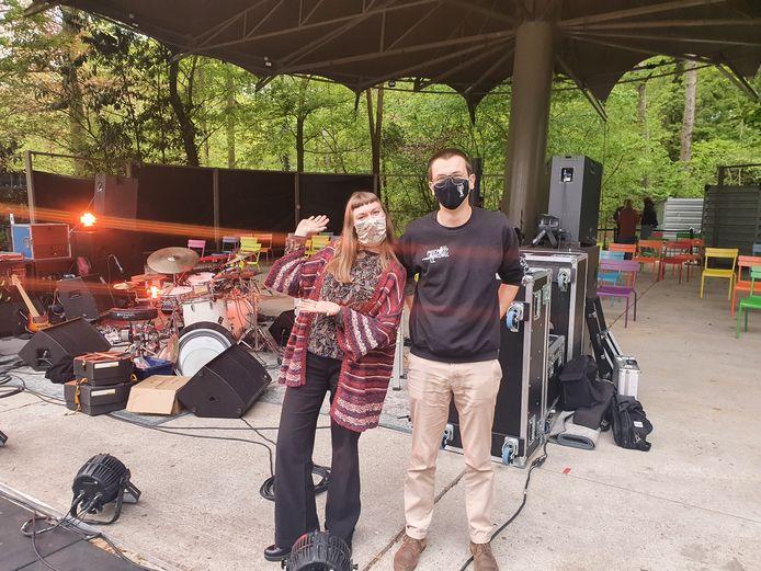 """Yaëlle zakte samen met haar broer Sem af naar het Rivierenhof om de band te zien optreden: """"Ik ben al heel lang grote fan, en heb niet getwijfeld om tickets te kopen."""""""