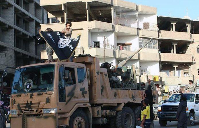 Strijders van Islamitische Staat in de Syrische stad Raqqa.