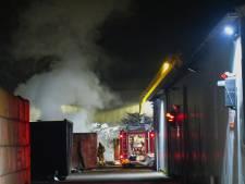 Metaalafval en isolatiemateriaal in brand bij bedrijf in Oss