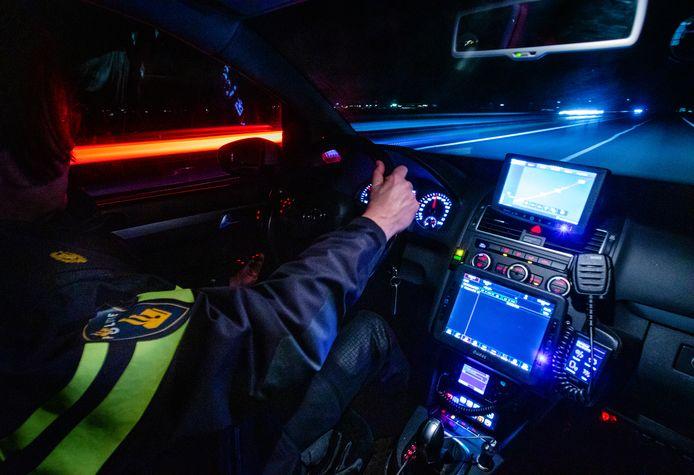 Politie controleert 's nachts. Foto ter illustratie