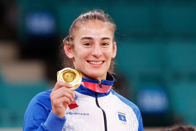 Goud voor de Kosovaarse judoka Nora Gjakova, in Tokio. Beeld EPA