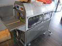 Aspergeschilmachine in de aspergewinkel in de Visstraat