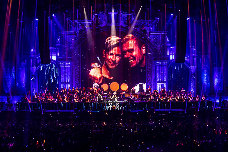 Armin van Buuren en het Metropole Orkest tijdens Tomorrowland Our Story, vrijdagavond in de Ziggo Dome. Beeld Tomorrowland