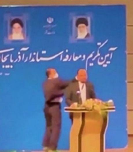 Un homme politique violemment giflé en plein discours