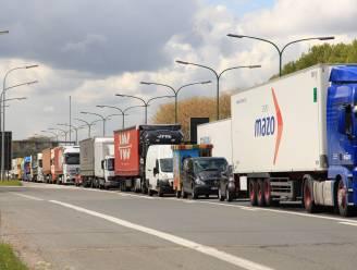 Problemen met verlichting Kennedytunnel leiden tot loodzware avondspits, rijstroken blijven tot woensdag afgesloten