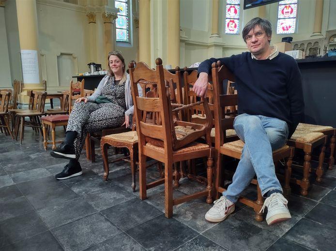 Lotte Geertsen stelt Henk De Gheldere voor als de nieuwe uitbater van de bar op Lokaalmarkt Roeselare.