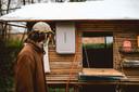 Via een 'deurtje' kan Stef het raam openen, en meer plaats creëren om te koken.