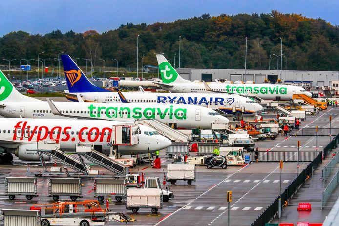 Vliegtuigen op Eindhoven Airport.